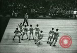 Immagine di Partita di basket New York United States USA, 1946, secondo 16 filmato di repertorio 65675021122