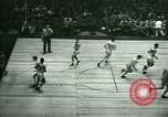 Immagine di Partita di basket New York United States USA, 1946, secondo 17 filmato di repertorio 65675021122