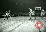 Immagine di Partita di basket New York United States USA, 1946, secondo 21 filmato di repertorio 65675021122