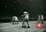 Immagine di Partita di basket New York United States USA, 1946, secondo 40 filmato di repertorio 65675021122
