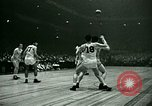 Immagine di Partita di basket New York United States USA, 1946, secondo 42 filmato di repertorio 65675021122