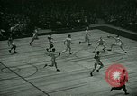 Immagine di Partita di basket New York United States USA, 1946, secondo 51 filmato di repertorio 65675021122