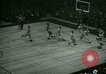 Immagine di Partita di basket New York United States USA, 1946, secondo 52 filmato di repertorio 65675021122