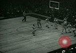 Immagine di Partita di basket New York United States USA, 1946, secondo 53 filmato di repertorio 65675021122